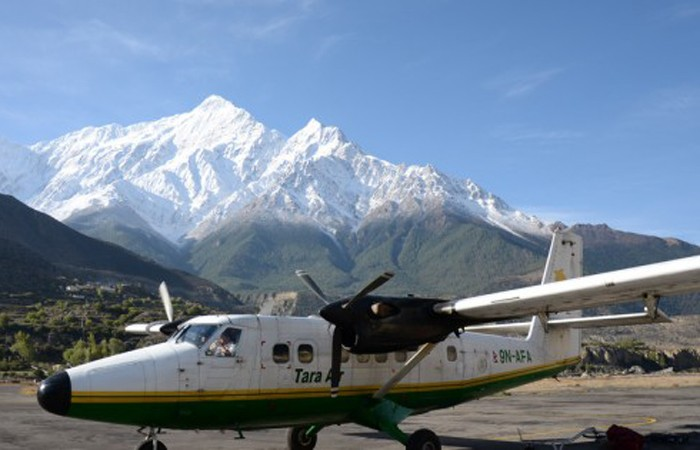Fly from Jomsom to Pokhara