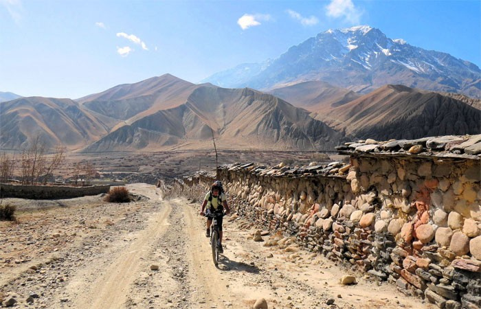 Upper mustang mountain biking with makalu adventures